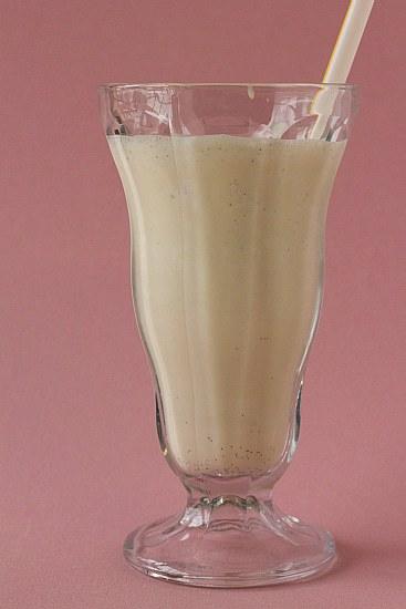 malted-vanilla-milkshake-2-550
