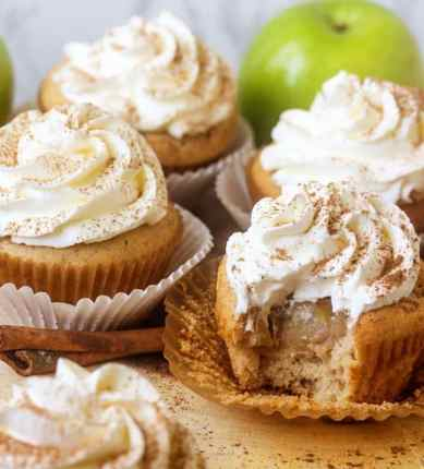 Apple-Pie-Cupcakes4-588x650